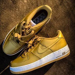 Nike Air Force 1 size 7Y = Women's sz 8.5